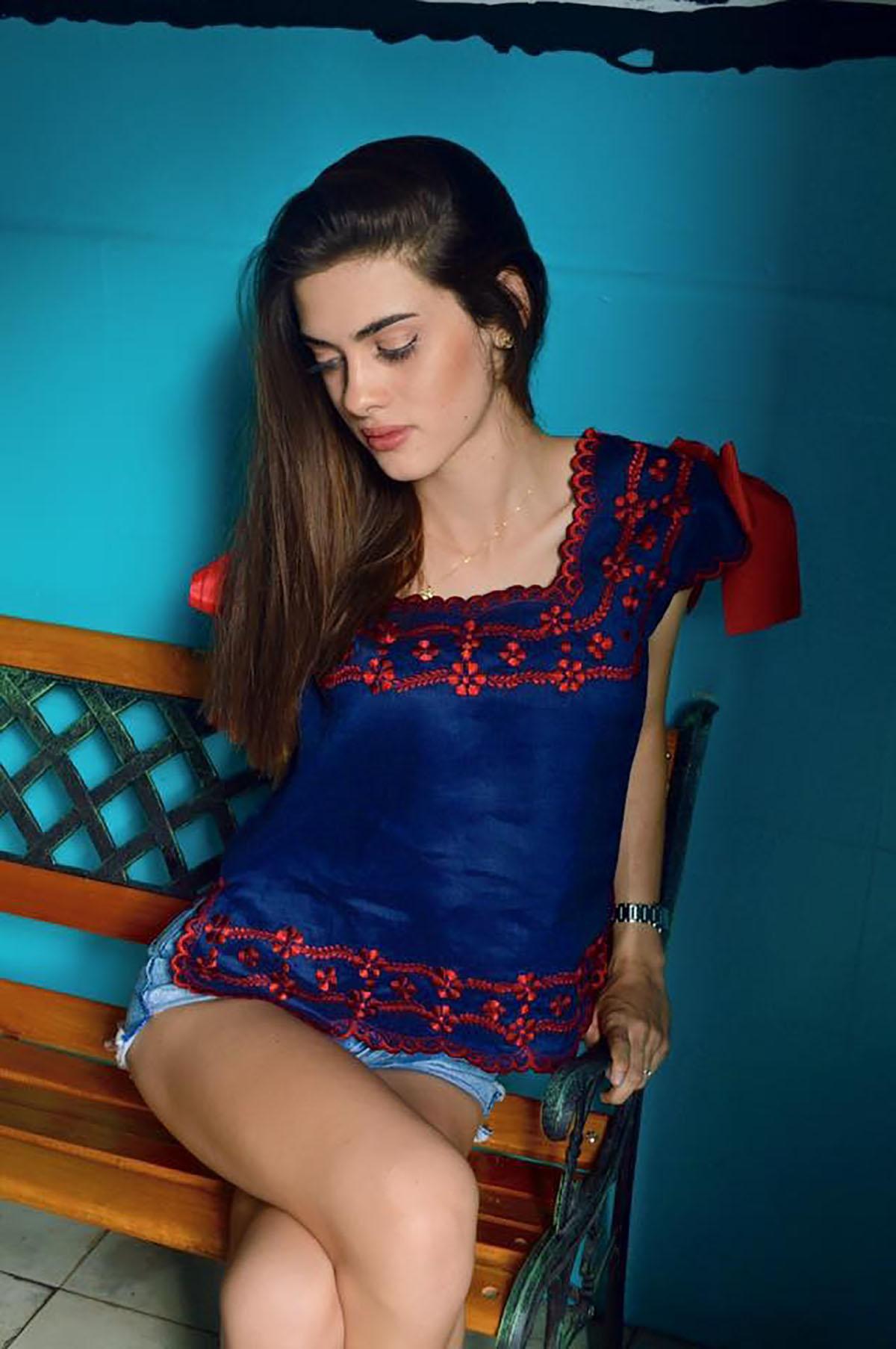 Blusa Hipil Marino Con Rojo
